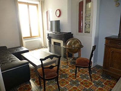 CARCASSONNE APPARTEMENT MEUBLE EN CETRE VILLE